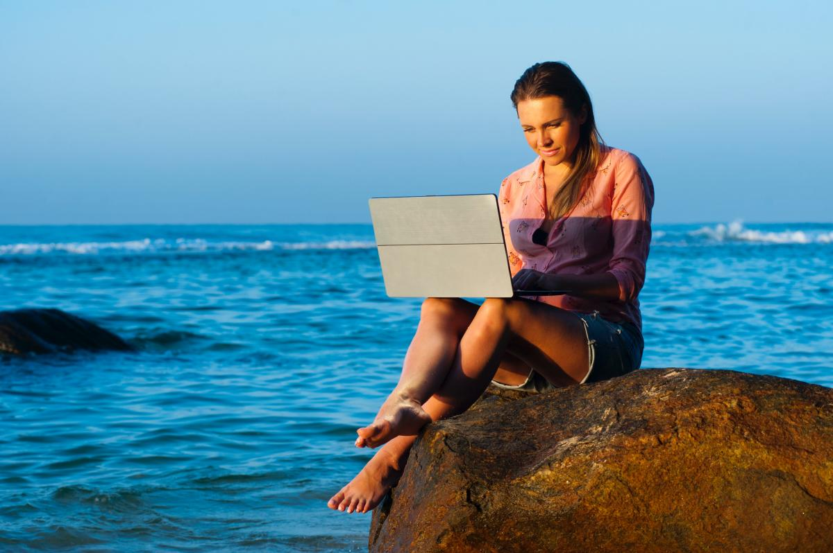 WHAT'S TO LOVE ABOUT THE LAPTOP LIFESTYLE